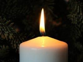 Гадаене със свещ