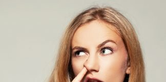 Бъркането в носа