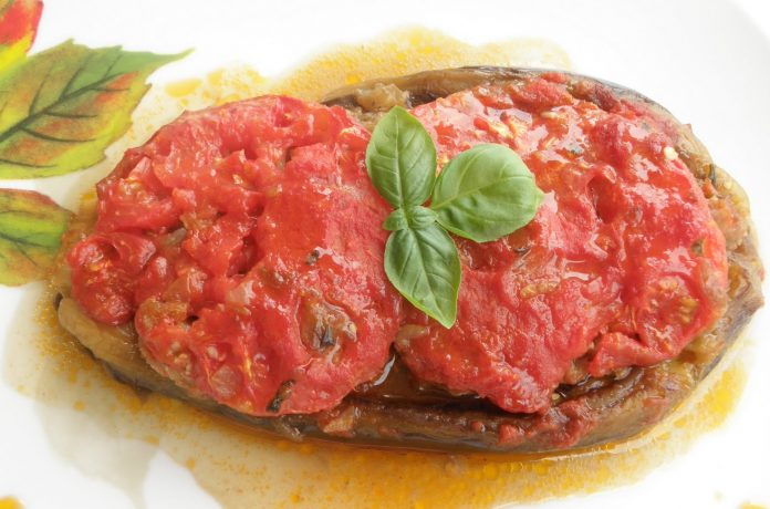 патладжани с кайма и доматен сос