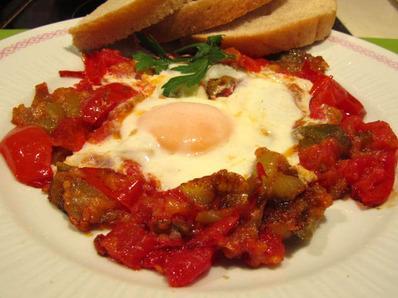 Ястие с чушки домати и яйца
