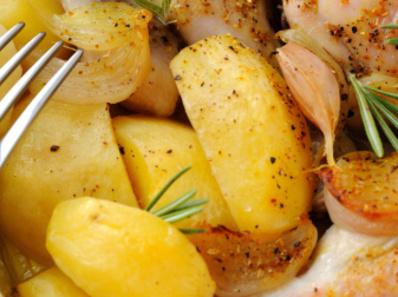 Вкусни картофи на фурна с бял сос