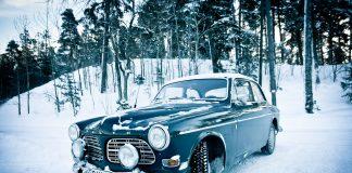 кола през зимата