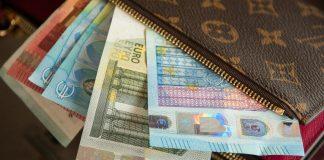 Изберете цвета на портфейла според зодията за богатство