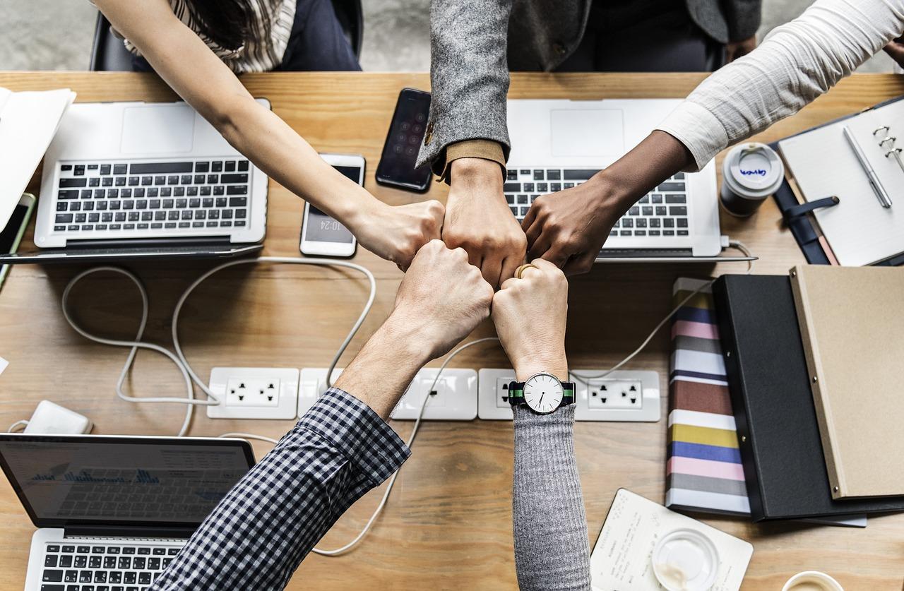 Как да се сприятелите с колегите