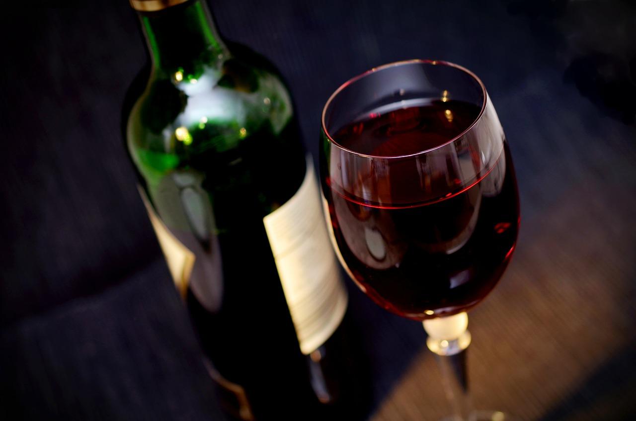 Трапезата на Трифоновден - червено вино