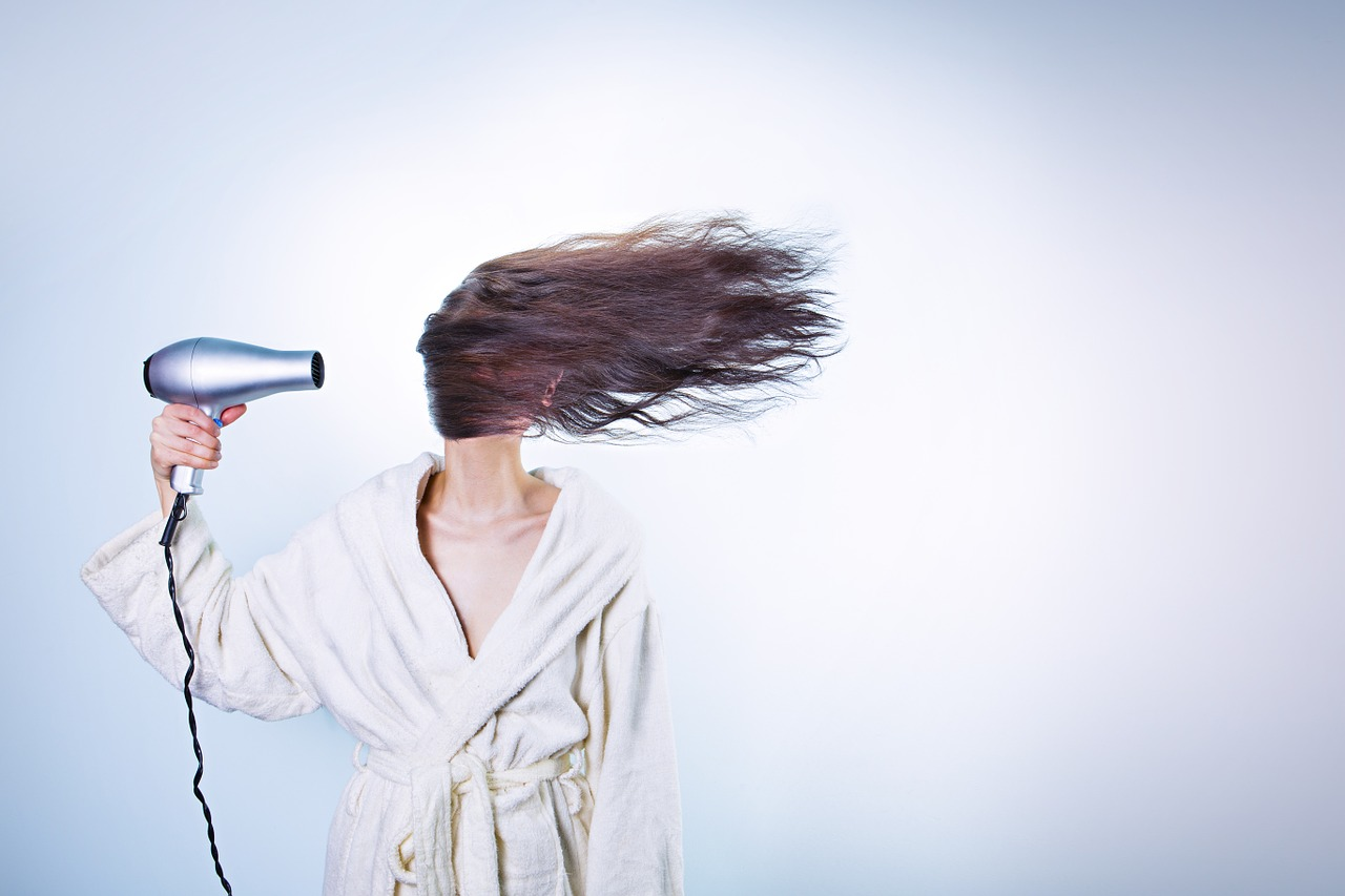 Срешете косата преди да я измиете - сушене със сешоар