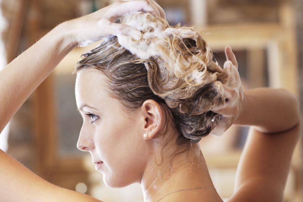 Срешете косата преди да я измиете - миене на косата