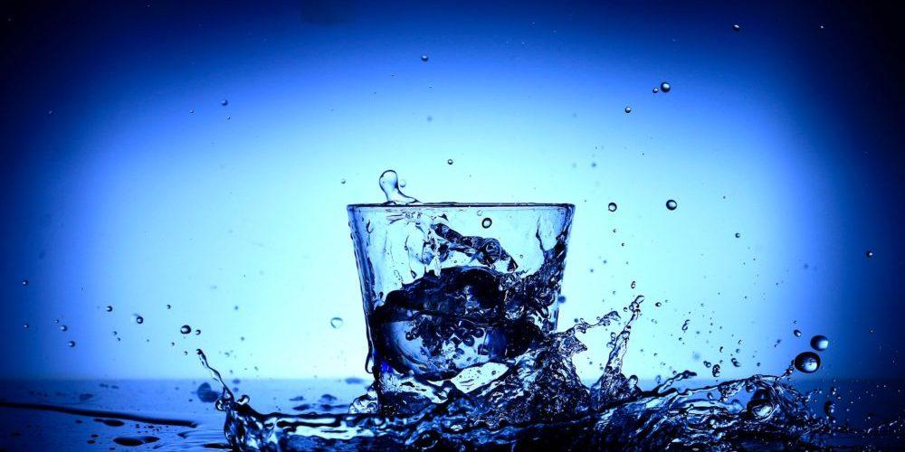 Сбъдване на желания по време на пълнолуние - чаша вода