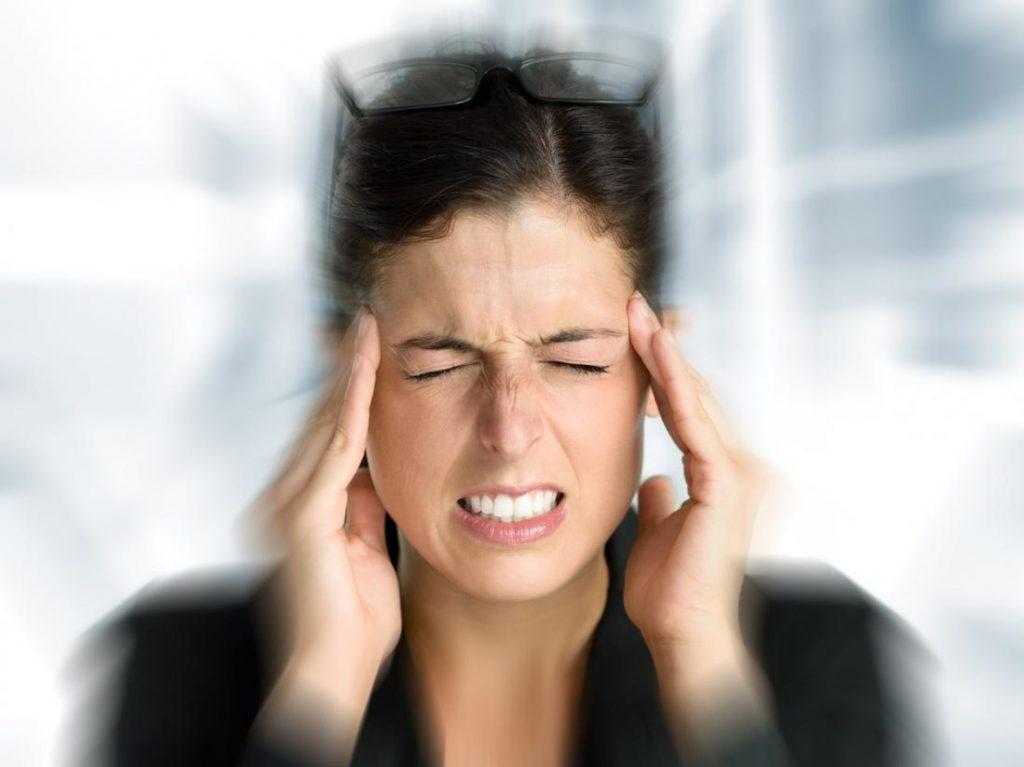 Какво причинява мигрената и как да я излекуваме?