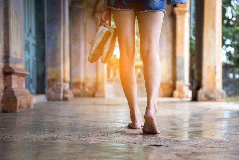 Ходете с боси крака