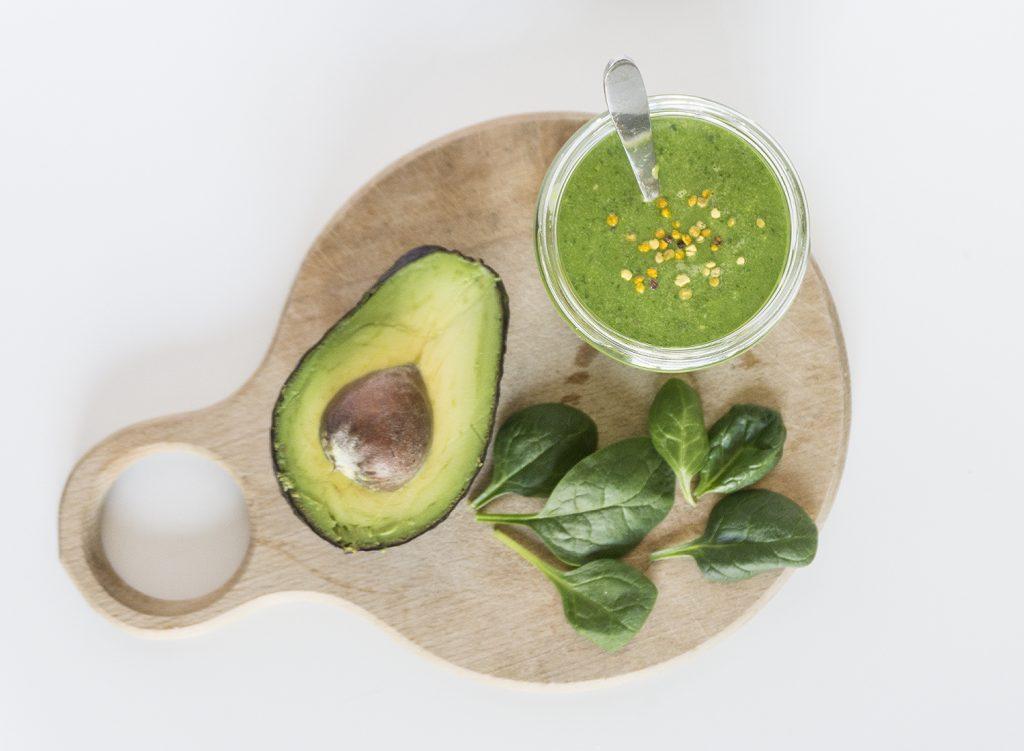 Защо да ядем тези храни заедно - авокадо и спанак