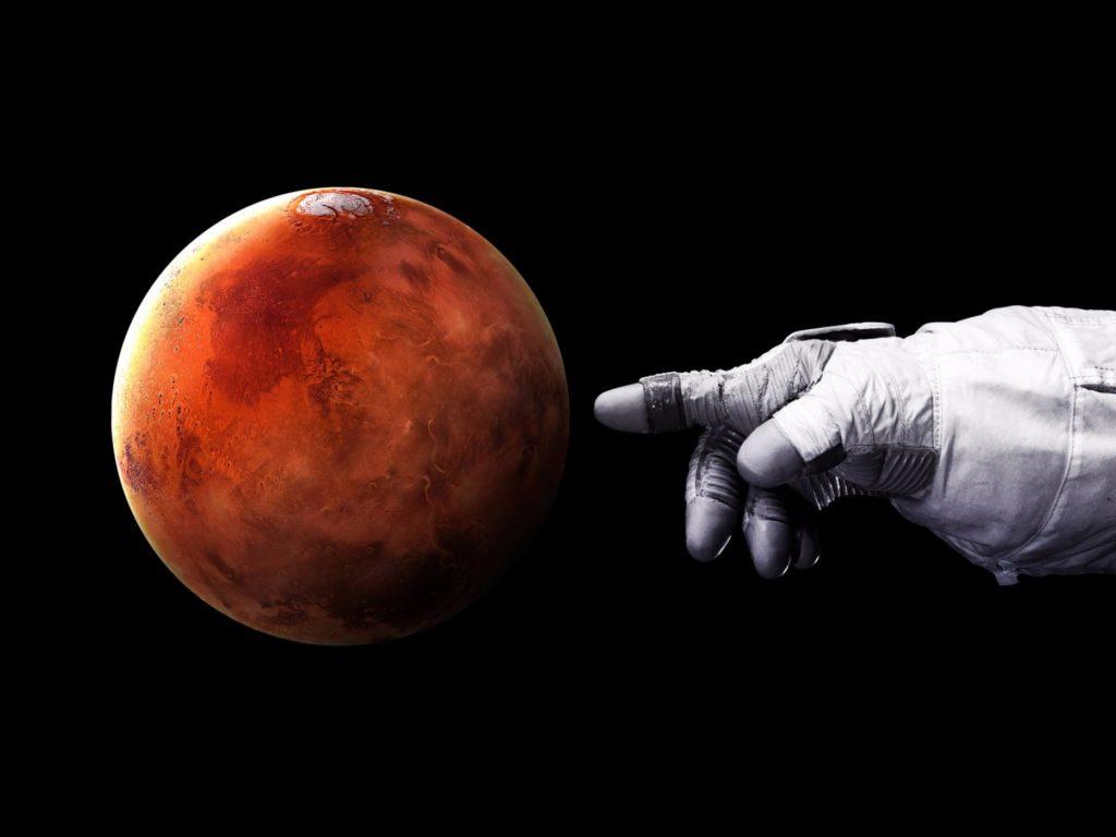 Първият човек на Марс