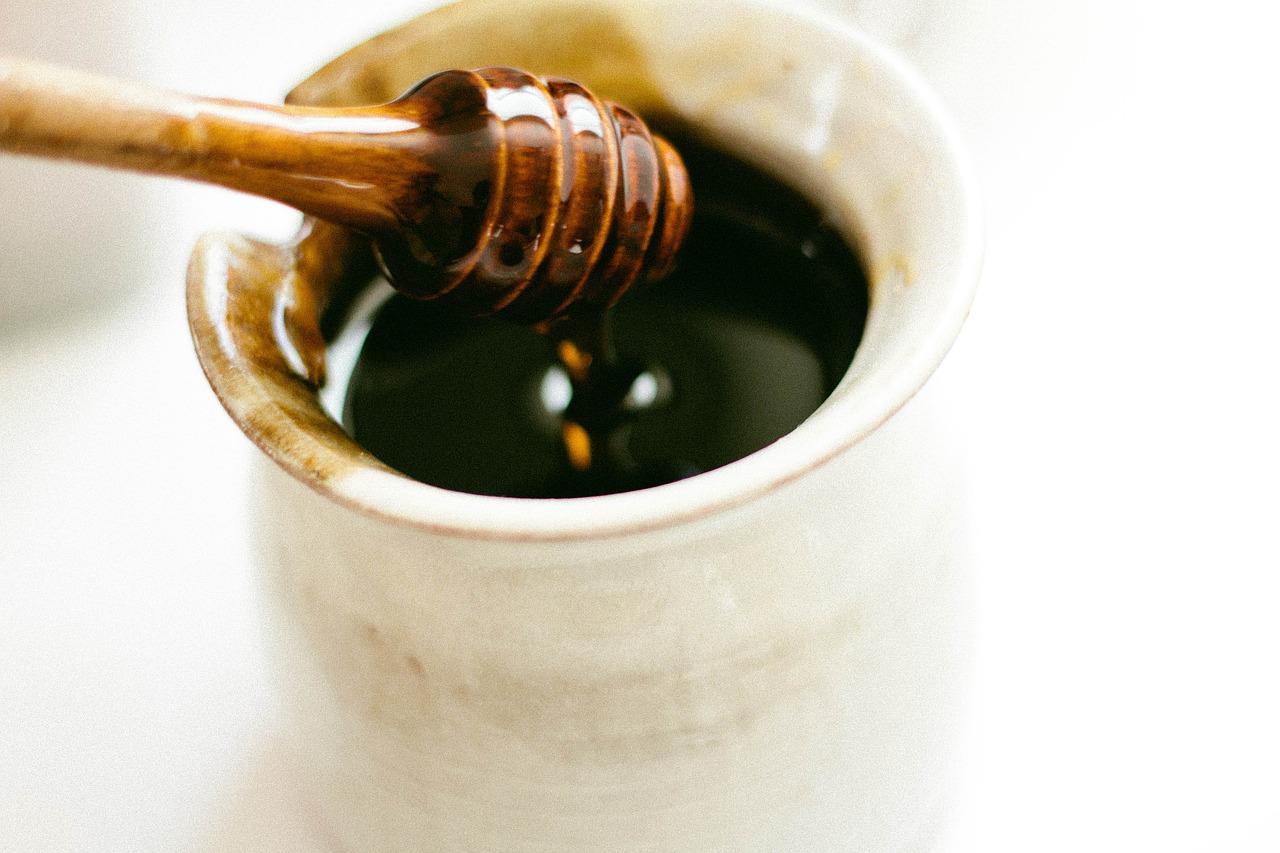 Чай от семена на целина с мед срещу болезнена менструация