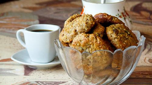 Овесени сладки със сусамов тахан, орехи и стафиди