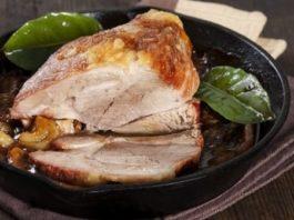 Печено свинско със зелеви листа