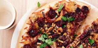 Сладка пица с ядки и стафиди