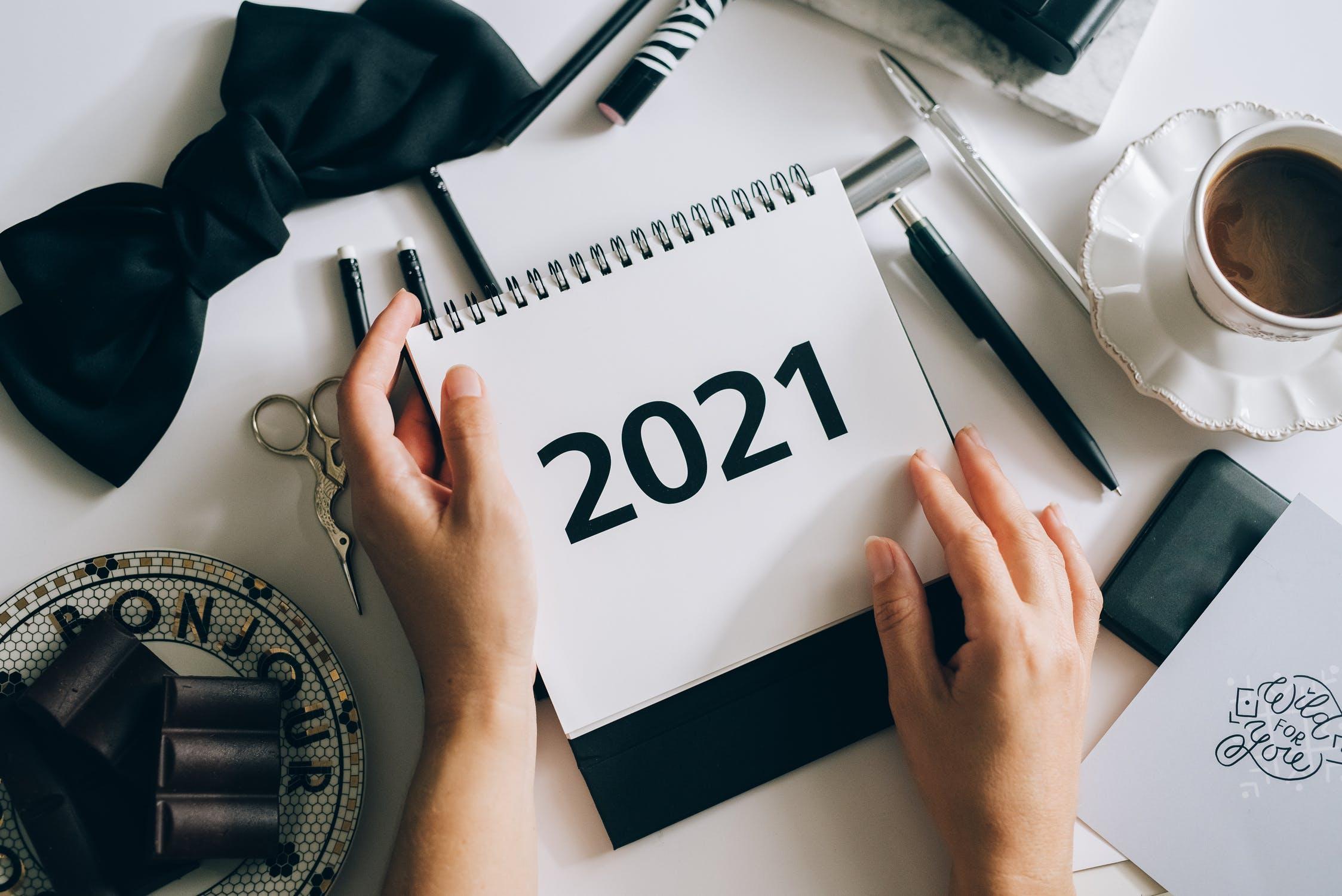 празници през 2021