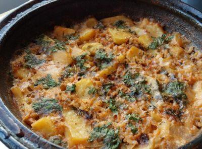 Картофи и ориз в гърне