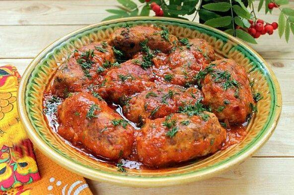 Кюфтета с елда и доматен сос