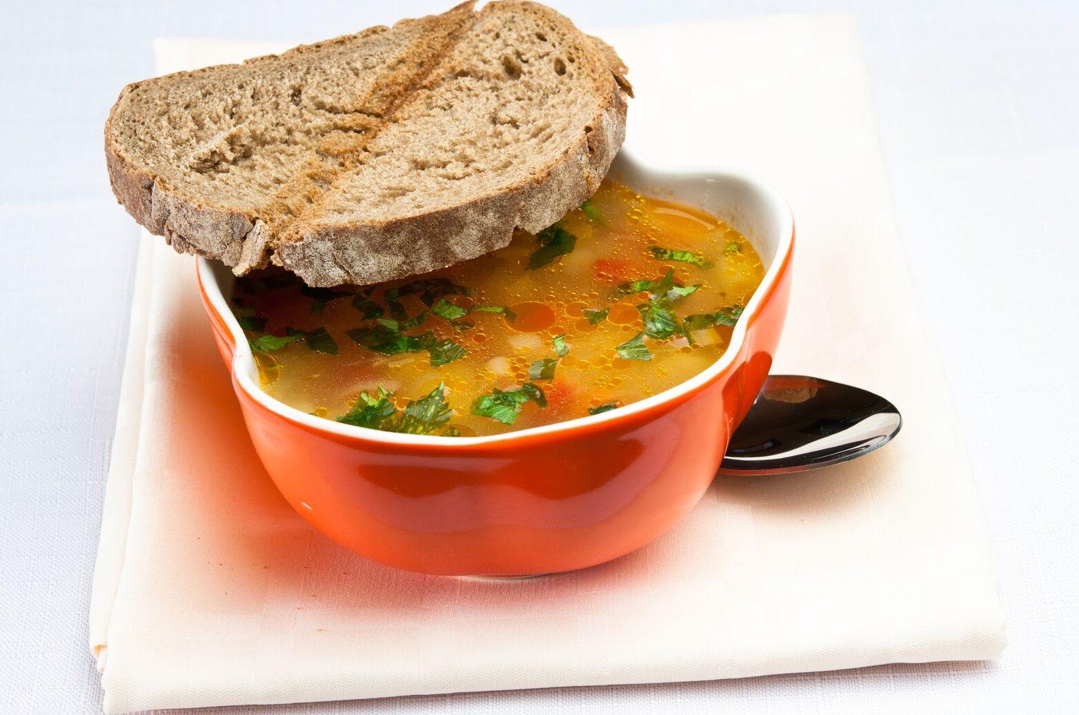 Пъстра градинарска супа